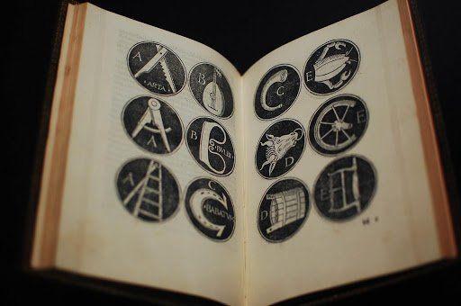 eksperimentelle fonter - bilde av en bok