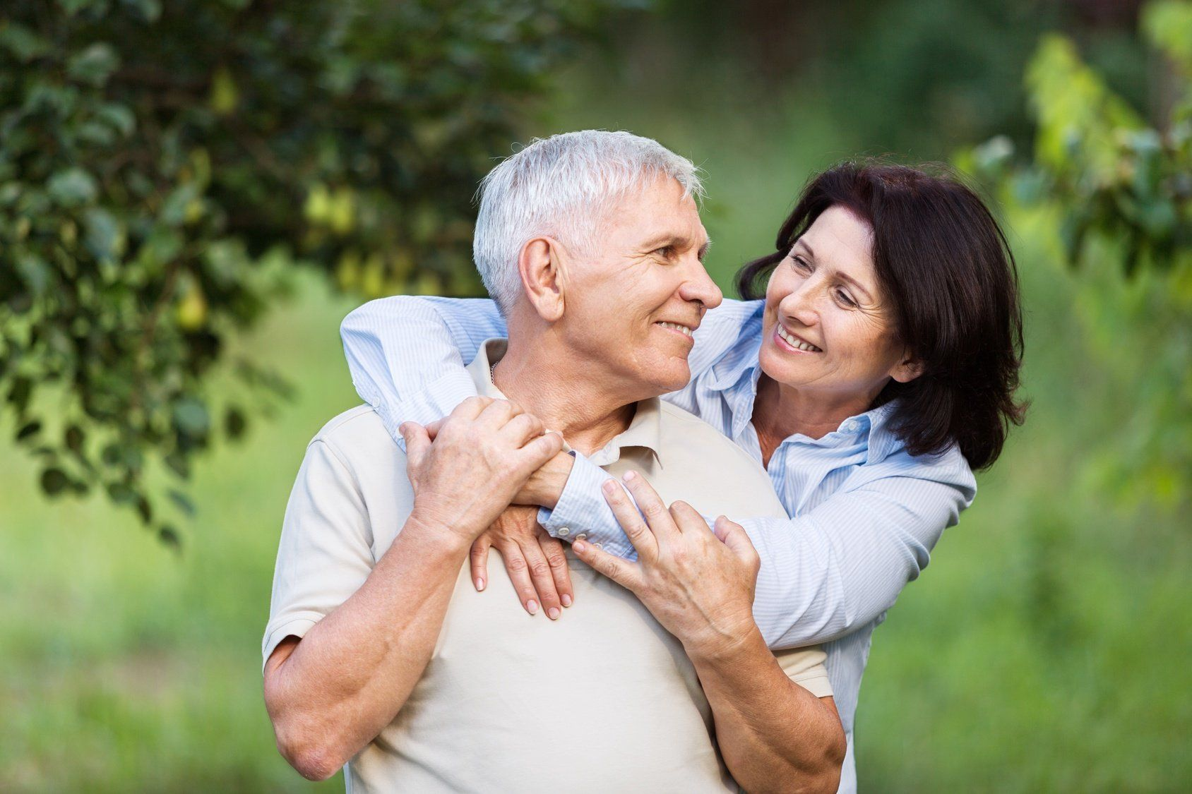 Kissing Poses Challenges with Dentures