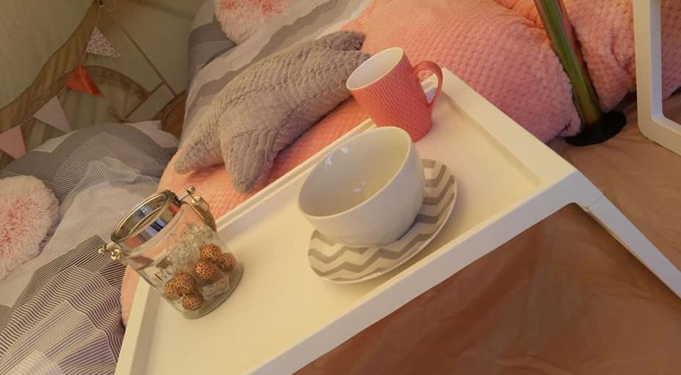 tea cups of the table