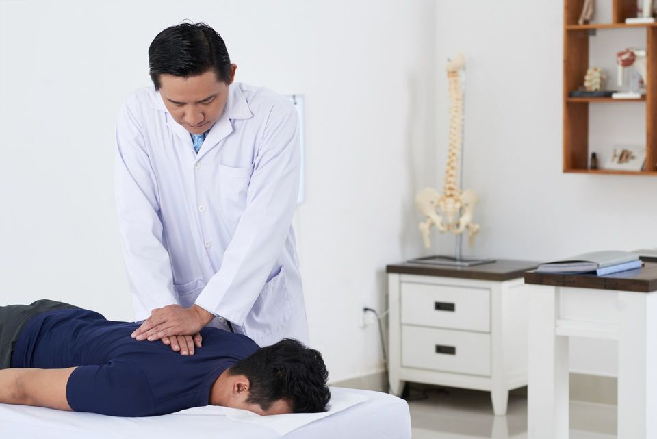 7 Big Benefits of Seeing a Chiropractor