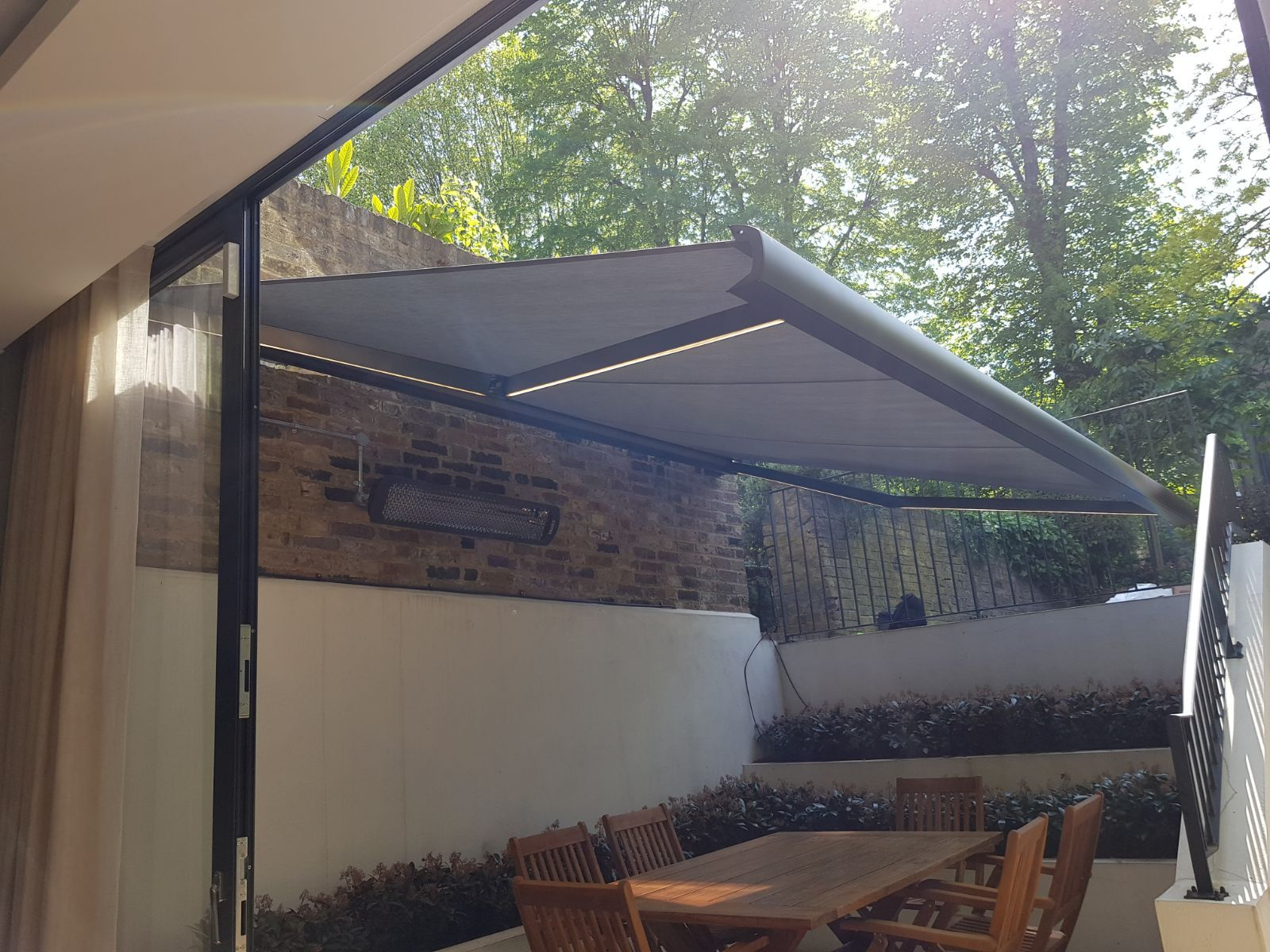 RA - UK Retractable Awnings for Home & Business