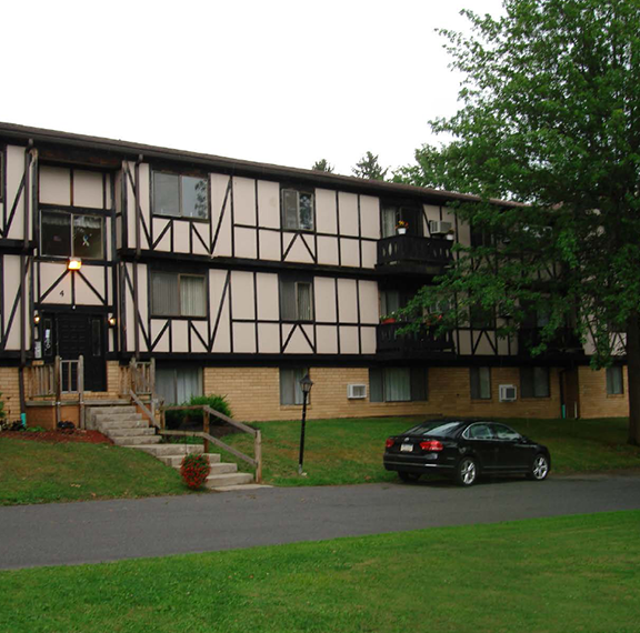 Carriage Hill Apartments In Chagrin Falls Ohio: Johnstown, PA, Westmont, PA