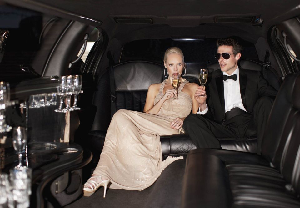 6 Romantic Reasons to Rent a Limo